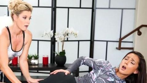 nuru masaj lezbiyenler masaj yapıp am yaladı